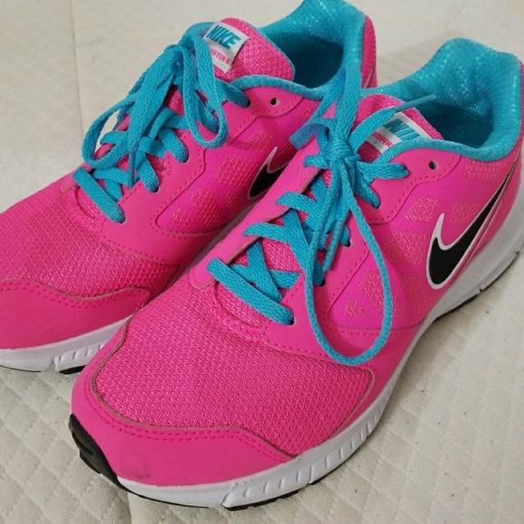 4d7268873c663 Nike sneakers size US 5. M 5b0ba5af3b160885b86f7717